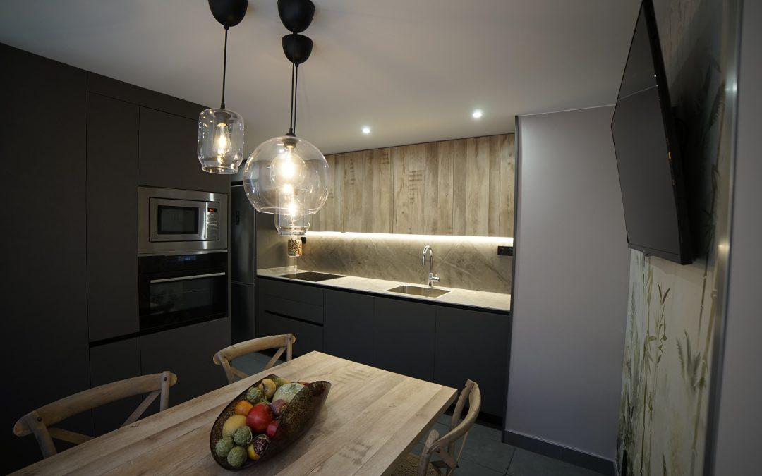Cocina cemento y madera con Dekton #dekton